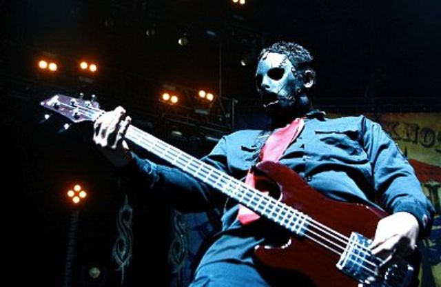 http://www.rockbook.hu/sites/default/files/field/image/slipknot-bassist-paul-gray-corbis-640-80.jpg