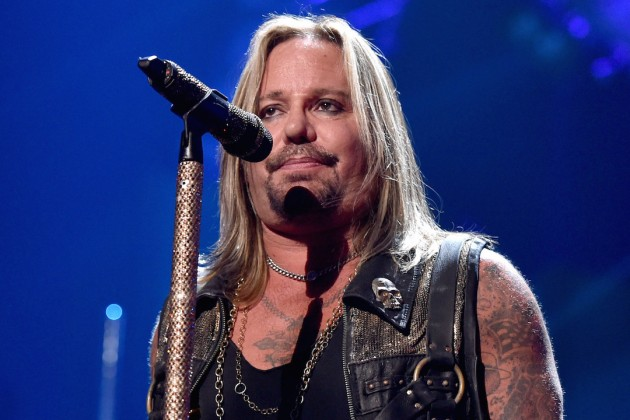 Vince Neil - 2017 Regular Blond hair & alternative hair style. Current length:  medium long hair (shoulder length)