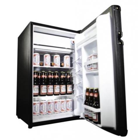 Szeretem a zenét, irodalmat, (minden evő vagyok) ami nem a hűtőszekrény felfalására vonatkozik.